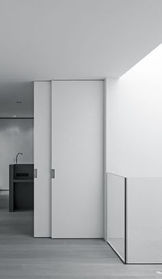 Sliding doors - House VDB, Belgium by Suzon Ingber + Mayot-Coiffard Contemporary House Plans, Contemporary Interior Design, House Windows, Windows And Doors, Interior Architecture, Interior And Exterior, Ultra Modern Homes, Glass Balustrade, Architect House