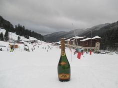 It's time for skiing in 2017! Champagne Perron Beauvineau's with you ! Have fun ! #ChampagnePerronBeauvineau #Champagne #MinorVilla #CotedesBar #Snow