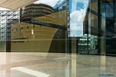"""""""Fotografie ist mehr als eine Kunst, sie ist ein Sonnenphänomen, bei dem sich der Künstler der Mitwirkung der Sonne bedient.""""  Dieses Zitat von Alphonse de Lamartine stammt aus der Mitte des 19. Jahrunderts. Erich Dapunt interpretiert es in """"Translucency"""" neu – hier in #Strassburg.  http://www.edition-longo.it/translucency-detail  #Fotografie   #Straßburg   #EU  #foto #strasbourg"""