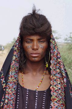 Africa | Wodaabe (Bororo Fulani) woman at the Gerewol festival.  Niger | ©Atelier Avant Seize