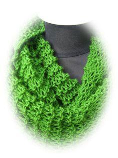 Strickschals - grasgrüner Netzschal - ein Designerstück von Taschenatelier bei DaWanda