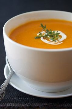 PALEO roasted red pepper, garlic, and butternut squash soup. 1 red pepper, roasted (about 1 cup sliced) Fodmap Recipes, Healthy Soup Recipes, Vegetarian Recipes, Cooking Recipes, Eat Healthy, Fodmap Foods, Fodmap Diet, Cooking Ideas, Fall Recipes