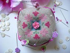 biscornu_fleurs_roses