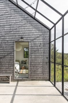 Couple builds themselves cedar-clad retreat Little Peek on Maine island New England Cottage, New England Farmhouse, Maine Islands, One Storey House, New Orleans Homes, Modern Windows, Horn, Quito, Maine House