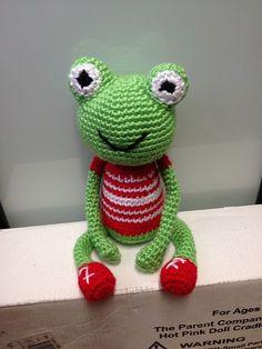 Robert the Frog - Free Amigurumi Pattern English and Japanese here: http://ddscrochet.pixnet.net/blog/post/365659646