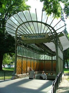 The Metropolitain by Hector Guimard entrances at the Porte Dauphine subway idealizes the Art Nouveau movement. The entrances are very nature inspired and feauture floral patterns and glass panels to show off the nature surrounding them.