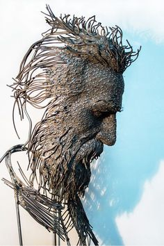 Sculptor Darius Hulea molds metal wire to create incredible artwork reflecting on the inner and outer psyche of man. Romanian sculptor Darius Hulea creates incredible wire sculpture portraits that are a new twist on classical portrait busts. Metal Sculpture Artists, Steel Sculpture, Abstract Sculpture, Sculpture Ideas, Bronze Sculpture, Abstract Art, Art En Acier, Sculptures Sur Fil, Wire Sculptures