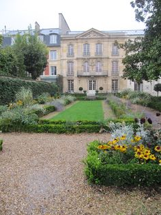 Musée Lambinet View of the gardens and house