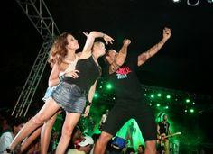 News Renata Dominguez: Renata Dominguez se diverte com marido e amigos em...