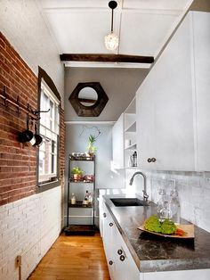 Small Kitchen Ideas: DIY Tiny Kitchen Remodel & Apartment Kitchen Redesigns Before and After Pictures. Great ideas for a tiny kitchen makeover on a budget! Very Small Kitchen Design, Small Kitchen Layouts, Kitchen Ideas, Kitchen Designs, Kitchen Small, Compact Kitchen, Kitchen Inspiration, Kitchen Tips, Long Narrow Kitchen