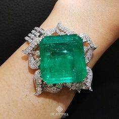 @Regrann from @sujittragems -  Our obsession with Emeralds continues with this one of a kind bracelet adorn with vivid green Columbian Emerald.