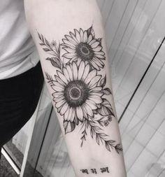 Pin de c g em tatoo sunflower tattoos, flower tattoos e tatt Sunflower Tattoo Sleeve, Sunflower Tattoo Shoulder, Sunflower Tattoo Small, Sunflower Tattoos, Sunflower Tattoo Design, Shoulder Tattoo, Sunflower Mandala Tattoo, Mandala Flower Tattoos, Neue Tattoos