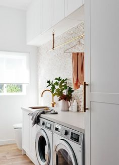 laundry room ideas washer and dryer - Bracelet Blu - Murales Pared Exterior Laundry Bathroom Combo, Laundry Room Organization, Downstairs Bathroom, Laundry Closet, Laundry Room With Sink, Laundry In Kitchen, Laundry Sinks, Laundry Cupboard, Laundry Appliances