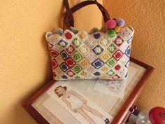 mas grande - crochet bag - love the little squares.