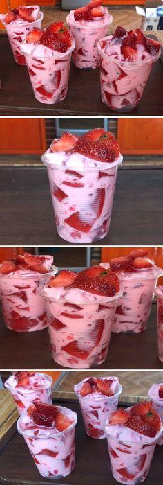 """Postre con 3 ingredientes (GELATINA CON YOGURT Y FRESAS) """" By Jenny Salas #gelatina #yogurt #fresas #gelato #postre #receta #recipe #casero #tartas #pastel #nestlecocina #bizcocho #bizcochuelo #tasty #cocina #cheesecake #helados #budin #flanes #pan #masa #panfrances #panes #panettone #pantone #panetone #navidad Si te gusta dinos HOLA y dale a Me Gusta MIREN..."""