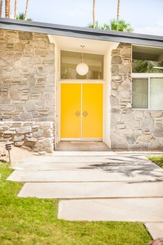 Modern Door Designs With Geometric Glass Panel Inserts In . Door Design Ideas - 9 Examples Of Modern Dutch Doors . A Mid Century Desert Oasis In Palm Springs. Home and Family Palm Springs Häuser, Yellow Doors, Yellow Walls, Design Moderne, Modern Exterior, Modern Door, Mid Century House, Mid Century Modern Design, Midcentury Modern