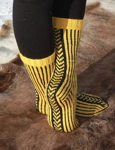 """Ravelry: Varsel pattern by Kreativa - thought it was """"Varelsi"""" and now I have to make some in purple. Crochet Socks, Knit Mittens, Knit Or Crochet, Knitting Socks, Hand Knitting, Knitting Patterns, Crochet Cats, Crochet Birds, Crochet Food"""