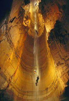 Krubera-Voronya, la cueva más profunda del mundo #disfrutaloqueteapasiona     #espeleología   #Georgia how long is that rope???