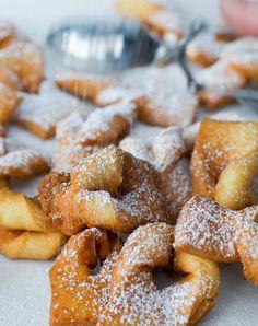 A delicious fry pastry. Chilean Recipes, Italian Cookies, 30 Minute Meals, Latin Food, Food Festival, Food Menu, International Recipes, Sweet Recipes, Dessert Recipes