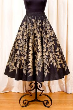 1950's Circle Skirt // Gold Painted on Black by GarbOhVintage Mexican Skirts, Mexican Textiles, Black Leaves, Ivy Leaf, Painted Leaves, Gold Paint, Vintage Skirt, Leaf Design, Margarita
