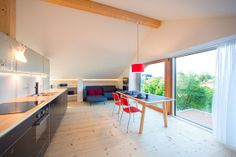 Ferienwohnung Basislager: Wohnküche mit Blick über die Dächer nach Osten - 4 pers - Zuid-Oost Duitsland