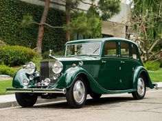 Vintage Cars Rolls-Royce Saloon by Lancefield - Revivaler OH how I would love to be a bride going to and coming from my wedding. Retro Cars, Vintage Cars, Antique Cars, Vintage Auto, Automobile, Saloon, Rolls Royce Cars, Bentley Rolls Royce, Best Classic Cars