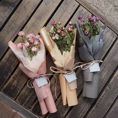 67 ideas flowers boquette gift vase for 2019 Boquette Flowers, How To Wrap Flowers, Flower Boxes, Small Flowers, Beautiful Flowers, Flower Bouquet Diy, Bouquet Wrap, Hand Bouquet, Small Bouquet