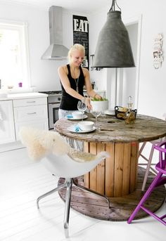 Wooden spool table. Definitely a rustic, vintage-industrial or transitional coastal look that's not for everyone. #woodenspool #woodreel #cablespool #cablereel #diy