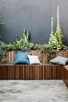 40 Brilliant Ideas for Your Outdoor Lounge Ideas for your outdoor living areas fireplaces fire pits outdoor kitchens patios living areas and more Part Backyard Garden Design, Garden Landscape Design, Patio Design, Modern Backyard, Balcony Garden, Outdoor Kitchen Patio, Outdoor Decor, Outdoor Kitchens, Outdoor Furniture