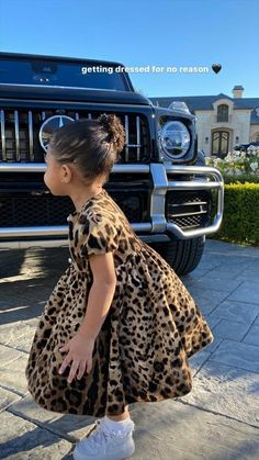 Kylie Jenner made a good example of herself Saturday as she found ways to have fun and stay sane with her daughter Stormi Webster, two. Trajes Kylie Jenner, Look Kylie Jenner, Kylie Jenner Outfits, Kendall And Kylie, Jenner Kids, Jenner Family, Estilo Kardashian, Kardashian Jenner, Kardashian Kollection