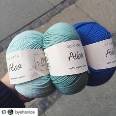 Se de fine farver hos @byshanice  #repost ・・・ Picking out yarn for @meejay89's baby blanket  #lightblue #mint #blue #organic #cotton #yarn #bcgarn #økologisk #garn #ecoknittingdk #babyblanket #inprogress #crochet #crochetaddict #nørrebro #københavn #copenhagen #vscogrid #vscocam #vscogood #vscodaily #vscophile #vsco