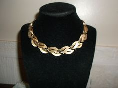 VTG. CROWN TRIFARI SHINY & BRUSHED GOLD TONE CONNECTING LEAVES CHOKER/NECKLACE~ #CrownTrifari #ChokerConnectingLeavesChunky