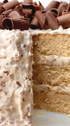 This sweet and moist layer cake is topped with decadent pecan buttercream frosting and is a show-off cake perfect for any special occasion. ❊ Krispie Treats, Rice Krispies, Praline Cake, Vanilla Cake, Cake Decorating, Cookies, Desserts, Recipes, Food