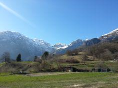 Il Piz sorveglia il borgo di #SanLorenzo in Banale uno dei #Borghi più Belli d'Italia #Trentino #trekking #visitacomano