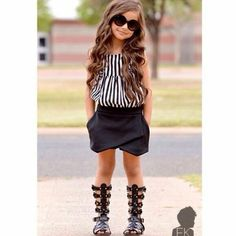 Fashion Kids cute girl wearing a mini skirt with nice sandals Little Girl Outfits, Little Girl Fashion, Toddler Fashion, Kids Fashion, Winter Fashion, Fashion Bags, Outfits Niños, Baby Outfits, Children Outfits