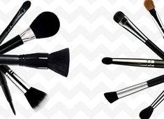 How To Use Makeup Brushes? - Here's Your Simple Guide How To Use Makeup Brushes? - Here& Your Simple Guide Makeup Tutorial Eyeliner, Contour Makeup, Contouring And Highlighting, Gold Makeup, Blue Eye Makeup, Makeup For Brown Eyes, Makeup Primer, Makeup Brushes, Face Primer