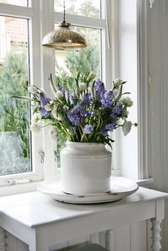 My little flower pot I have now is also of white and purple too! Maybe it can evolve to this one one day
