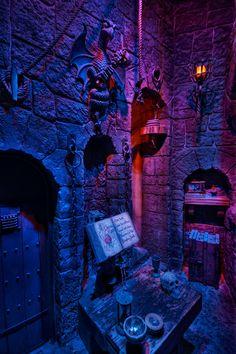 """Dark Chamber of the Evil Queen"" Snow White's Scary Adventure in fantasyland Disneyland Halloween Scene, Disney Halloween, Fall Halloween, Halloween Decorations, Halloween Prints, Halloween Makeup, Disney Theme, Disney Love, Disney Stuff"