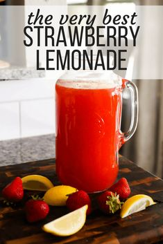 How to make easy and delicious strawberry lemonade. This delicious drink recipe will be your go-to all summer long! How to make easy and delicious strawberry lemonade. This delicious drink recipe will be your go-to all summer long! Fruity Drinks, Frozen Drinks, Smoothie Drinks, Healthy Drinks, Smoothie Recipes, Smoothies, Refreshing Drinks, Cold Drinks, Summertime Drinks