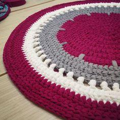 Crochet Round, Love Crochet, Bead Crochet, Diy Crochet, Circular Rugs, Knit Rug, Crochet Carpet, Crochet Home Decor, T Shirt Yarn