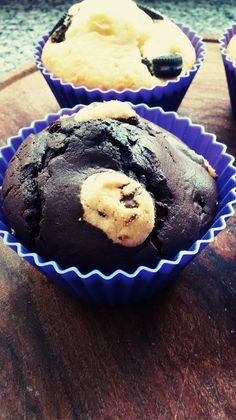Chocolate muffin with cookies