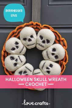 This free pattern is spook-tacular! Welcome the trick and treaters with this amazing skull wreath that you can use for Halloween in years to come! | Downloadable PDF at LoveCrafts.com Crochet Wreath, Bag Crochet, Crochet Gratis, Crochet Amigurumi, All Free Crochet, Crochet Yarn, Crochet Skull Patterns, Halloween Crochet Patterns, Amigurumi Patterns