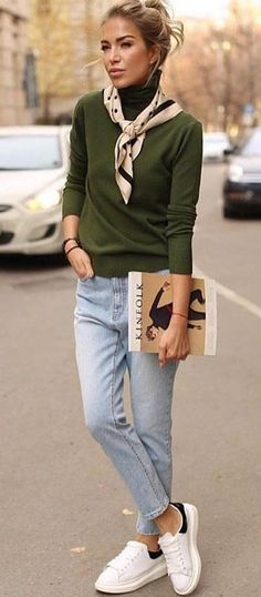 10 Cute Winter Outfits To Copy Right Now Copy cute Outfits Winter Women F Outfit Jeans, Light Blue Jeans Outfit, Jeans Outfit For Work, Jeans Outfit Winter, Blue Jean Outfits, Sweater Outfits, Casual Outfits, Green Sweater Outfit, Moda Casual