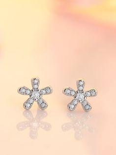 Carat Round Diamond Sparkling Flower Stud Earrings in White Gold White Gold Diamonds, Round Diamonds, Sr K, Round Earrings, Flower Stud, Stock Clearance, Clearance Sale, Handmade Jewelry, Jewelry Design