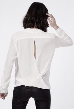It's the little details that make all the difference.  Love this slash back shirt | modeandmaison.wordpress.com