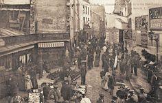 """rue Mouffetard - Paris 5e/6e """"Curieux marché Saint Médard un dimanche vu de la rue Mouffetard"""" (ancienne carte postale, vers 1900)"""