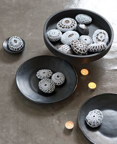 Home and Delicious: diy – decorate with pebbles and stones