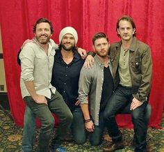Kings of Con Jensen Ackles, Zeppelin, Kings Of Con, Looks Camisa Jeans, Richard Speight, Supernatural Tv Show, Supernatural Seasons, Winchester Brothers, Sam Winchester