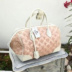 #Louis Vuitton Pink Monogram Bouclette Speedy.  Condition : excellent , dust bag included  AED 2,990  We deliver worldwide 🌍✈ #bagatelleboutique #bagatellelouisvuitton #bags #lv #musthave #шопингвдубаи #люкс #дубай #bags #louisvuitton #bags #fashion #fashionista #musthave #instagood #instalike #dxb #mydubai #trend #ootd #preloved #preowned#wallets#محفظة #دبي#لويس_فيتون#شنط_أصلية Folow @fashionbookface   Folow @salevenue   Folow @iphonealiexpress…