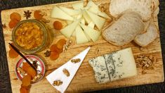 Aprikossyltetøy passer veldig godt til ost. Det er lett å lage, og råvarene… Camembert Cheese, Dairy, Homemade, Desserts, Food, Marmalade, Deserts, Home Made, Dessert